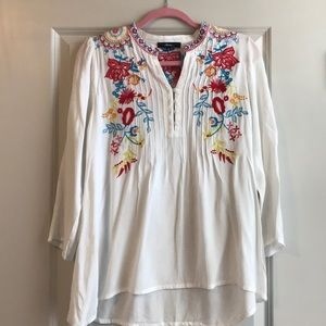 Andree White and Multicolored Tunic in a Small.